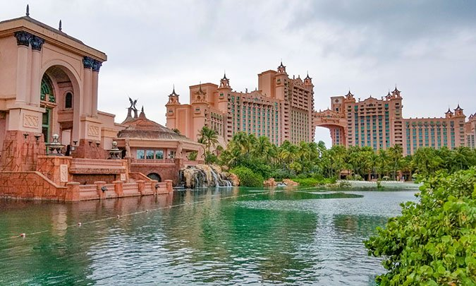 Grand lagoon of the Atlantis and its hotels and resorts towers