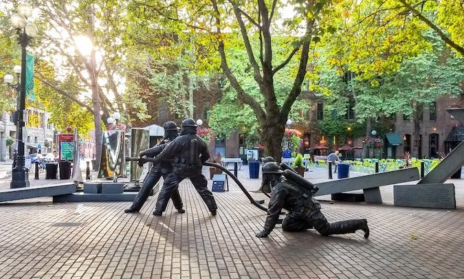 statues of soldiers
