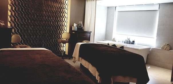 massage tables at silver legacy spa