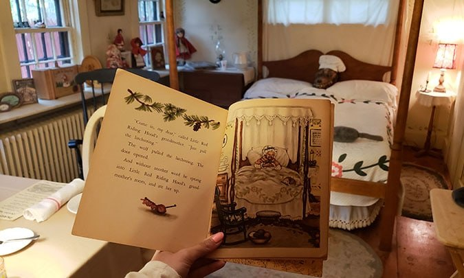 Little red riding hood storybook at grandmothers house illustraion